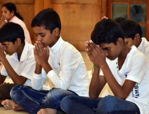 மஹமெவ்னாவ தியான ஆச்சிரமத்தின் தலைமை ஆச்சிரமத்த்தின் போது…